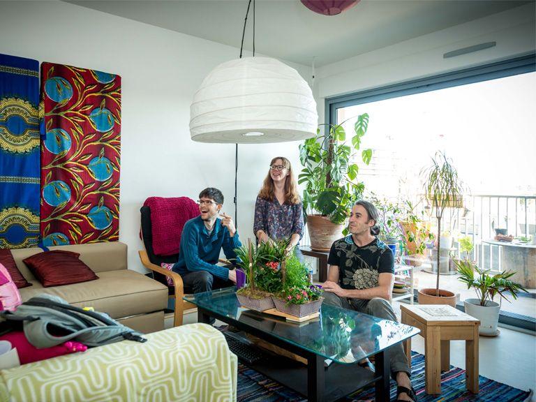 Abricoop - Trois amis dans le salon