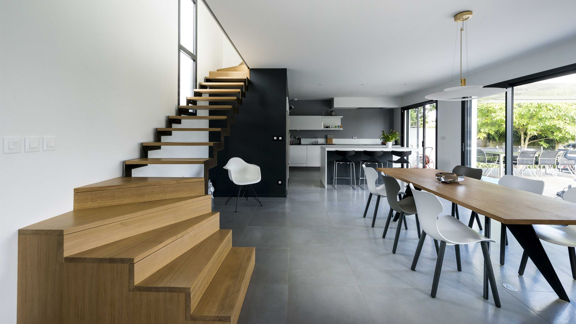 Seuil-architecture-maison-bioclimatique-Balma-Escalier-slid-compressor