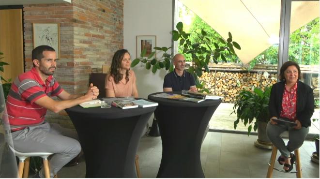Leslie et Philippe Gonçalvez, au centre, entre Yann Ferguson, à gauche, et Valérie Ravinet, à droite.