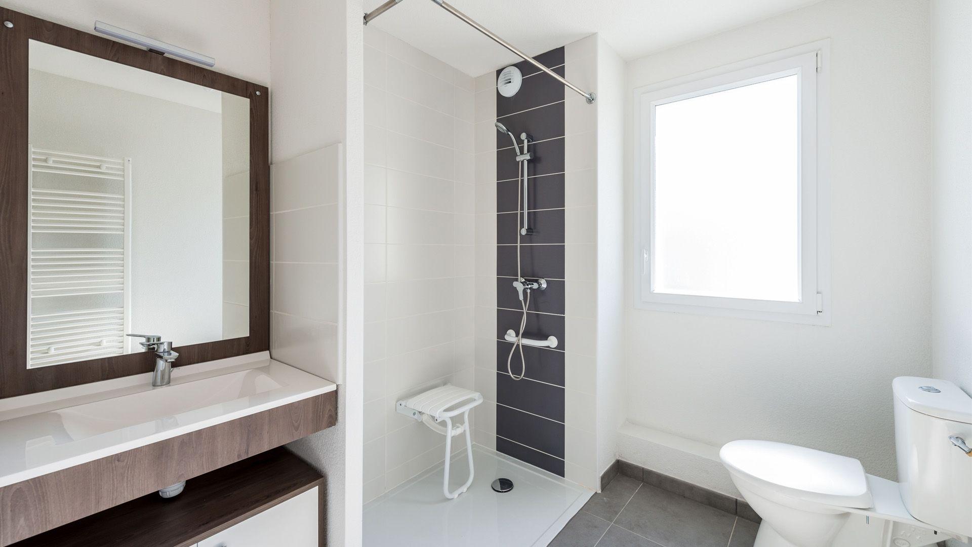 Seuil-architecture-residence-senior-Salle-bain-slid