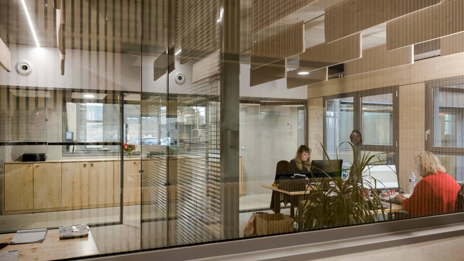Seuil-architecture-aerem-usine-bureau-slid